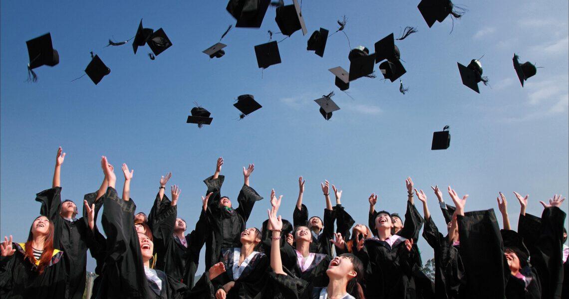 «Школьных экзаменов боялась больше, чем ЦТ». Абитуриенты о поступлении в ВУЗы